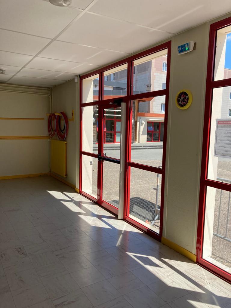 baie vitrée pour les organisations (mairie, école, CHU, ..)
